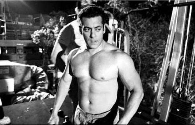 Salman Khan's HOT GYM Workout with BodyBuilders & Sergi ... |Salman Khan Workout In Gym