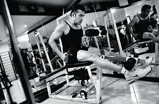 Salman Khan's Spectacular New Gym Body Building Workout ... |Salman Khan Workout In Gym