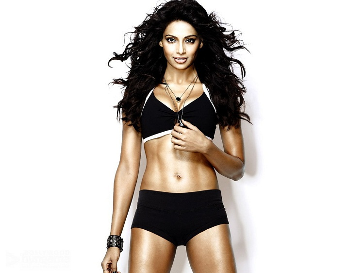 Bipasha Basu Six Pack Abs