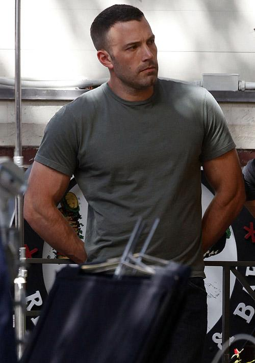 Ben Affleck's Batman Workout Routine and Diet for a Jacked ... Ben Affleck Split