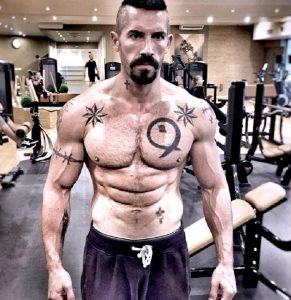 Scott Adkins Workout Routine And Diet To Pack On Muscle ... |Scott Adkins Undisputed 3 Workout